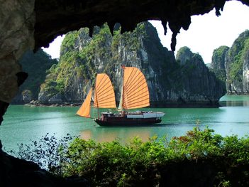 Private Tours: Ha Noi -Ha Long